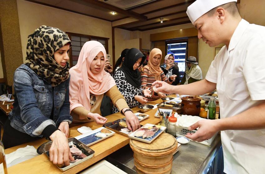 東京五輪視野に「ハラルずし」福岡でムスリム向け試食会