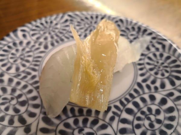韓国スシローもメニュー化 「寿司のキムチ乗せ」が日本人も納得のウマさ