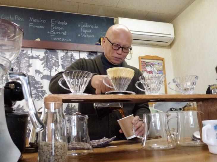 """""""60代からの創業""""の考え方とは? コーヒー激戦地で躍進を続ける「街の茶の間」"""