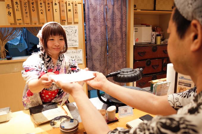 秋葉原の女性寿司職人が、絶対に白衣を着ない理由