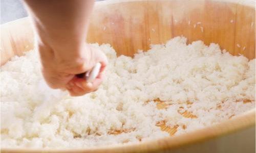 サラダや炒め物にも!寿司酢の上手な活用法