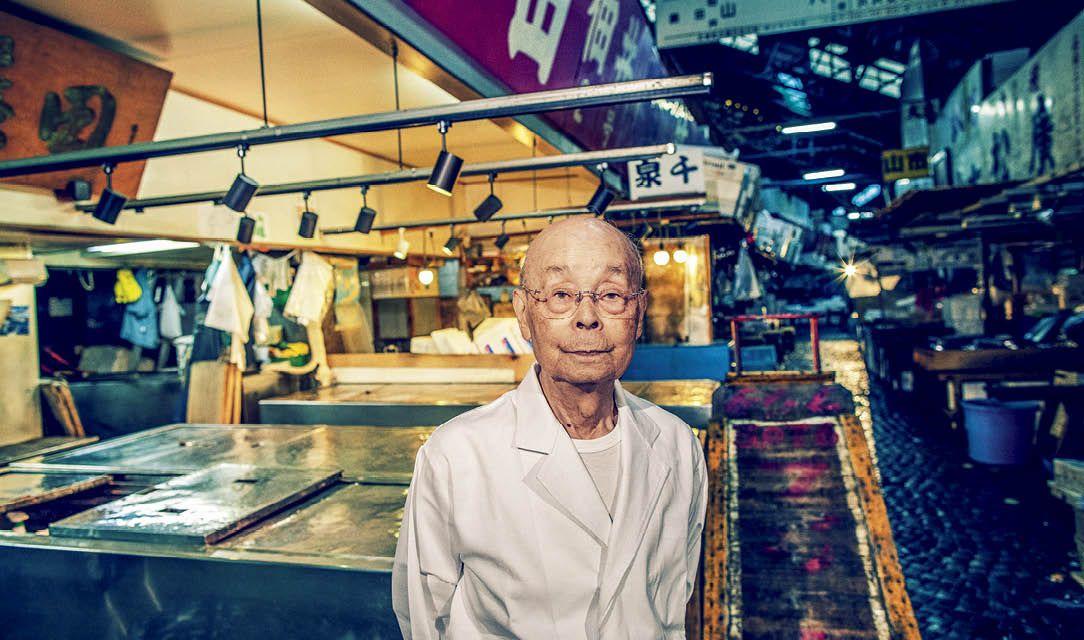 """太平洋マグロの絶滅危機と未来──鮨の神様、小野二郎が""""最後の築地市場""""で訴える"""