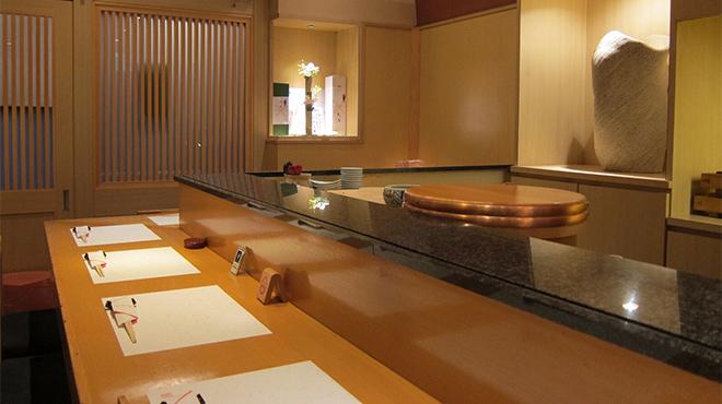 大阪の予約が取れない人気の鮨店